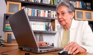 Многие пенсионеры работают в офисе