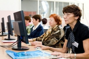 Пенсионеры часто работают на компьютере