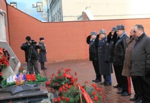 Траурная церемония у здания сгоревшего МВД в Самаре