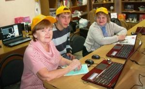 Пенсионеров учат компьютеру