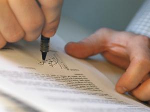 Как правильно составить договор дарения квартиры